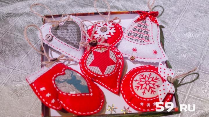 Для тех, кто не купил подарки: где в Перми бесплатно научиться делать елочные игрушки и венки