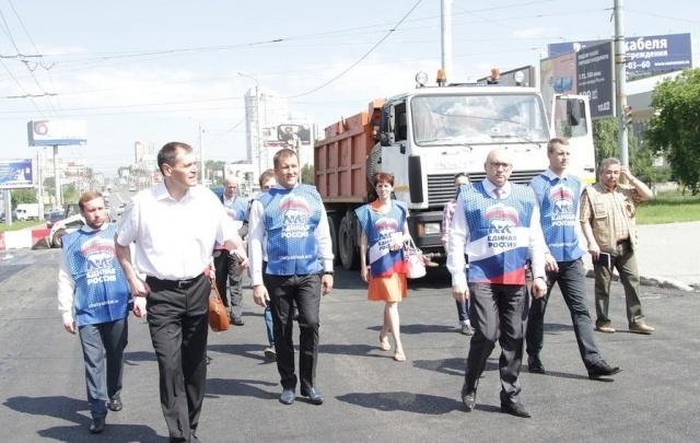 «Народный контроль ЕР» оценил качество асфальта на Свердловском проспекте