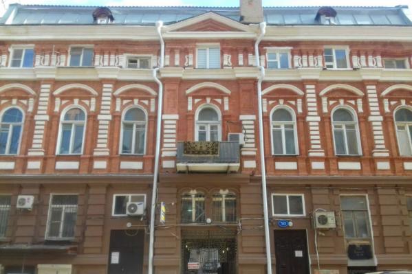 Здание утратило не только исторический облик, но и несколько уникальных вывесок
