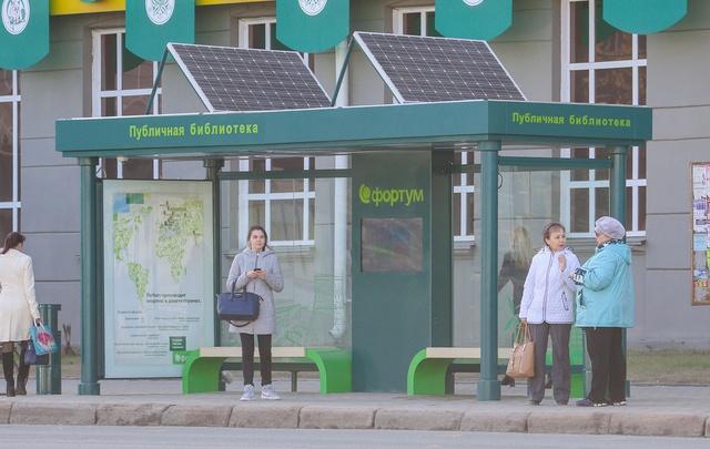 В Челябинске установили вторую теплую остановку с бесплатным Wi-Fi