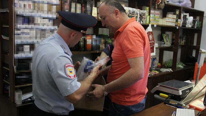 Отсутствие ценников и санкционка: после рейда на Центральном рынке в полицию увезли 35 человек