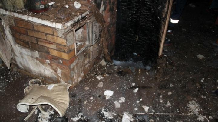 В Коноше прохожий спас дом от полного уничтожения огнем