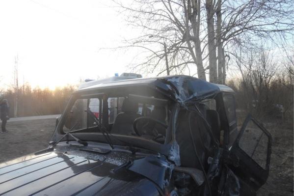 Лихач на УАЗе не справился с управлением и влетел в столб