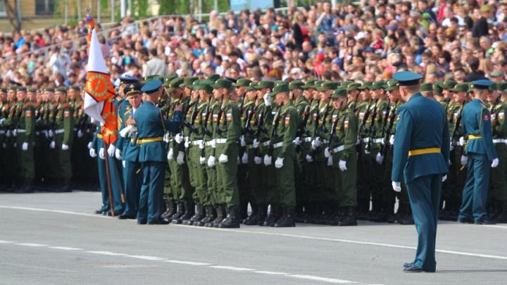 «Это же не футбольный матч», – губернатор выяснил, кто продавал билеты на парад Победы в Самаре