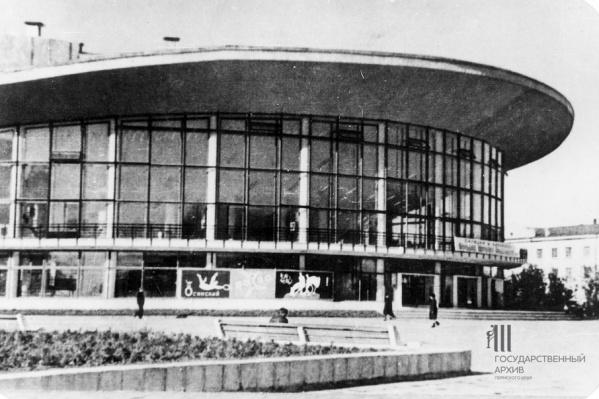 Новое здание начали возводить в 1965 году