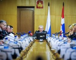 Басаргин поручил муниципалитетам привлекать учителей и врачей