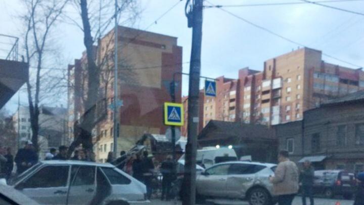 «Надеемся, что все живы»: на улице Вилоновской столкнулись несколько автомобилей