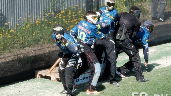 «Мы не убиваем, мы красим»: в Перми прошел краевой чемпионат по пейнтболу