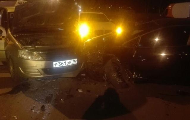 Тройное ДТП произошло в Ярославле: два человека пострадали
