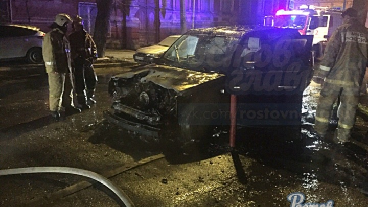 В Ростове на Мурлычева сгорел Range Rover
