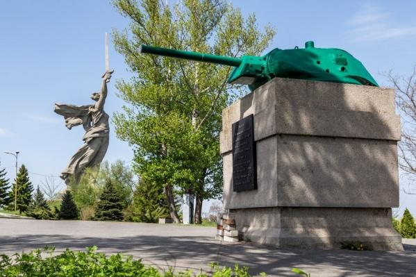 Танковая башня «смотрит» точно на место планируемой застройки