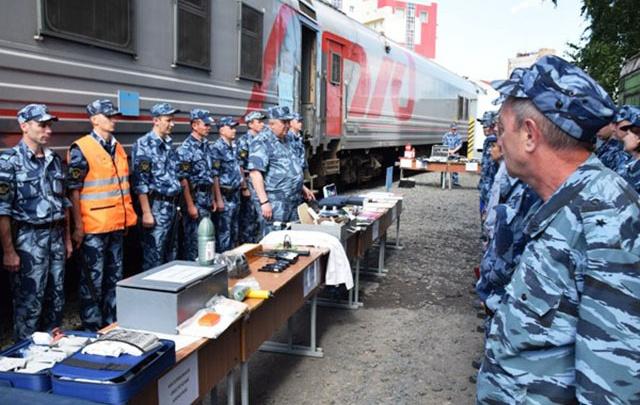 В Самаре на Железнодорожном вокзале показали, как конвоировать преступников