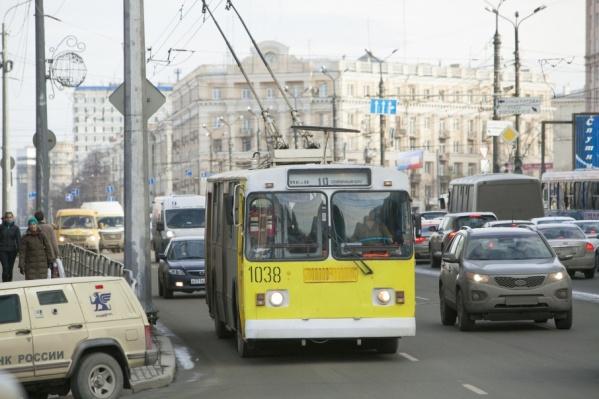 По выделенной полосе будут ходить автобусы и троллейбусы