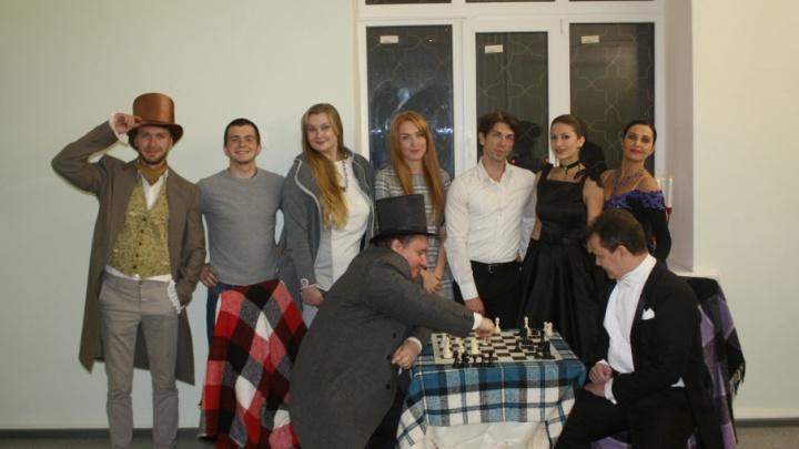 В спасенном от продажи здании волгоградцы показали шахматный театр