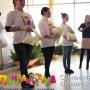 В Челябинске женщинам в День матери подарили цветы