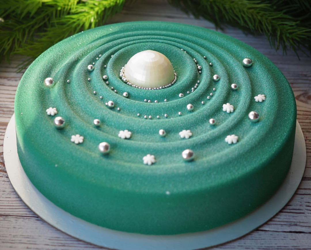 Такие муссовые торты Наталья пекла на Новый год
