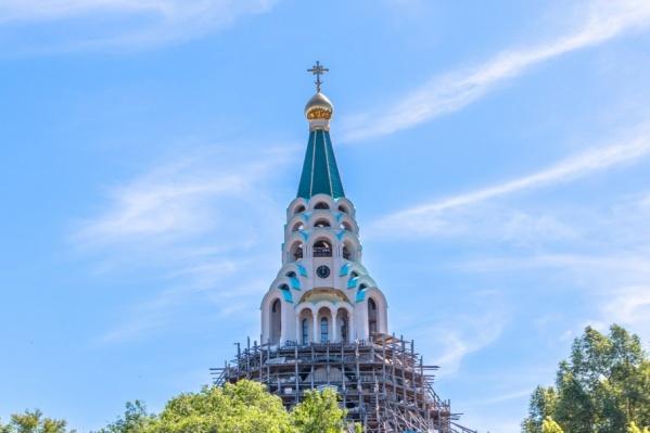 Высота храма составляет 65 метров
