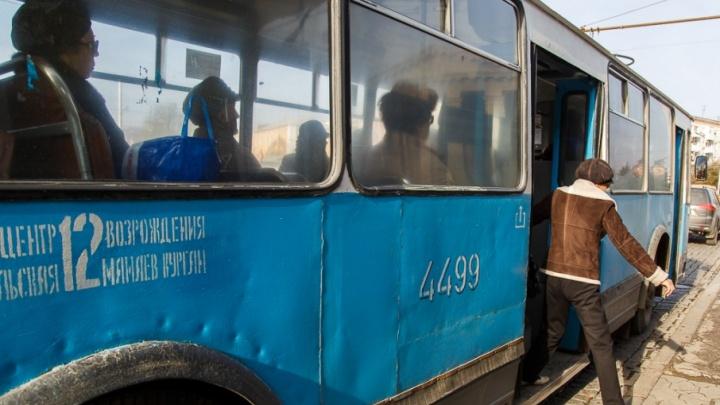 В Волгограде из-за подозрительного пакета эвакуировали троллейбус