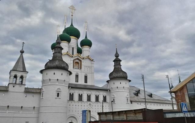 Судебные приставы арестовали имущество администрации Ростова Великого