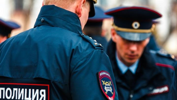 В Ялуторовске местный житель взял у женщины телефон позвонить и убежал