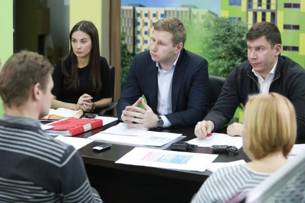 Григорий Чурбаков (в центре) изначально заявлял, что намерен выполнить взятые обязательства