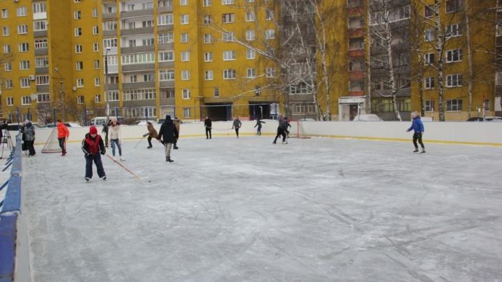 В Ярославле заливают бесплатные катки