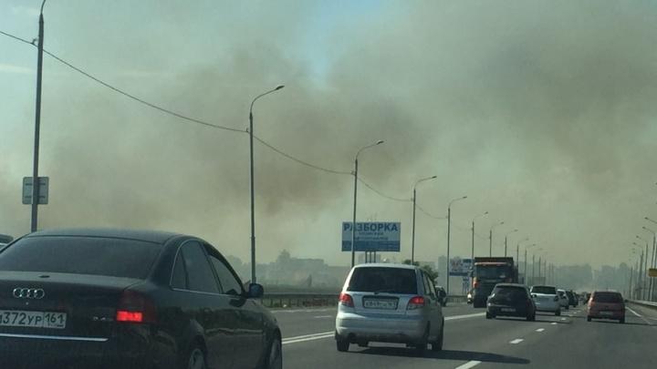 Под Ростовом горит три тысячи квадратных метров травы