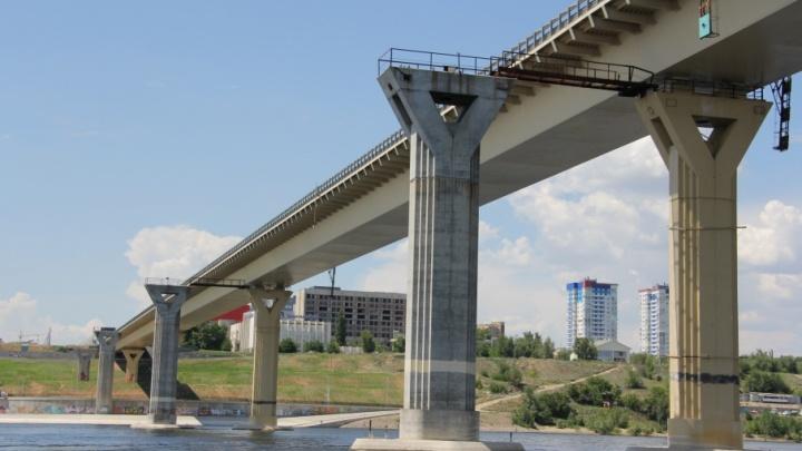 В Волгограде молодой мужчина спрыгнул с моста через Волгу
