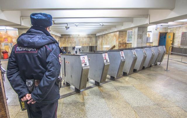 В Самаре правоохранители досматривают сумки пассажиров