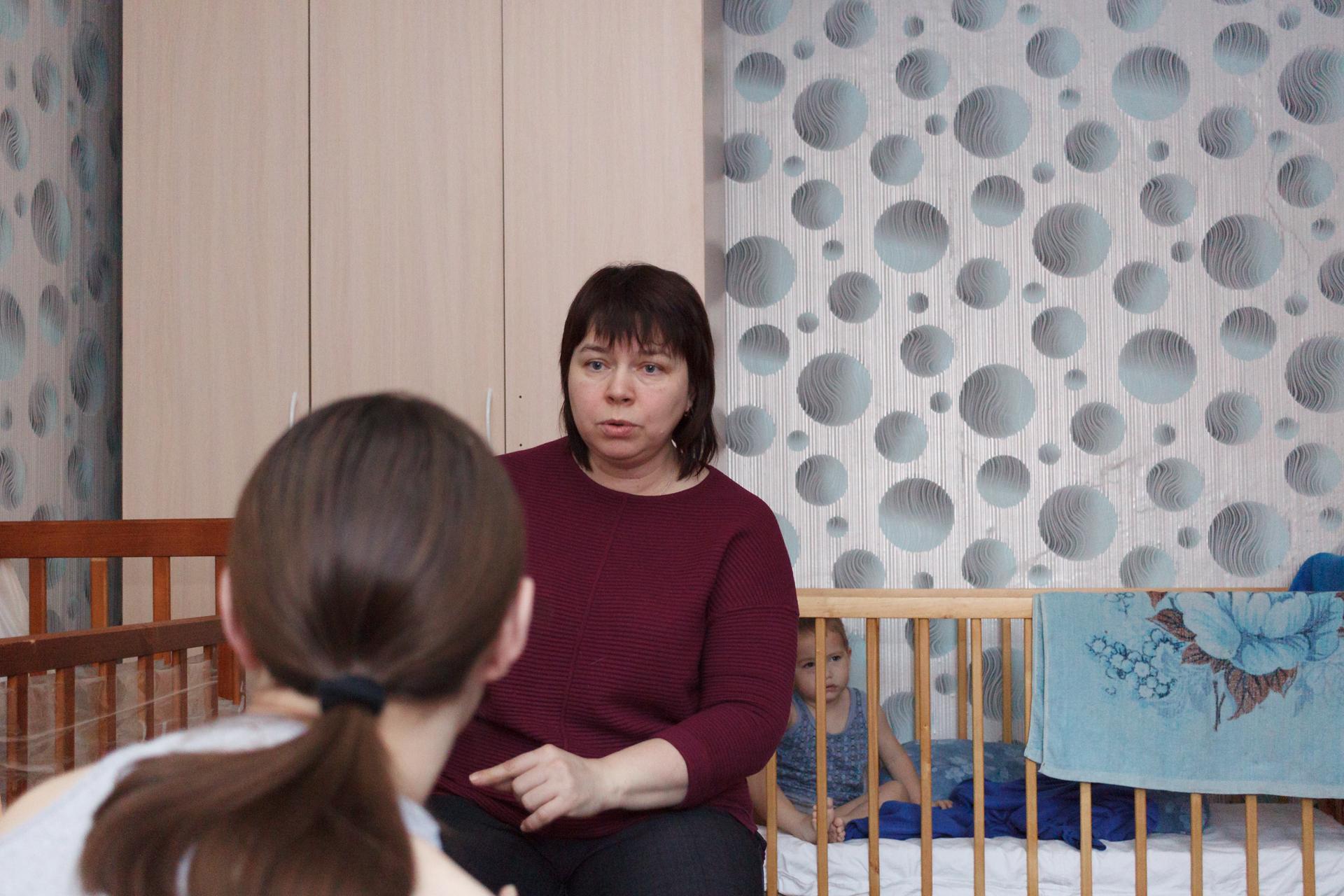 Педиатр и невролог Елена Суханова работает с семьей Надежды Селедковой, мамы Гриши, который прикован к кровати