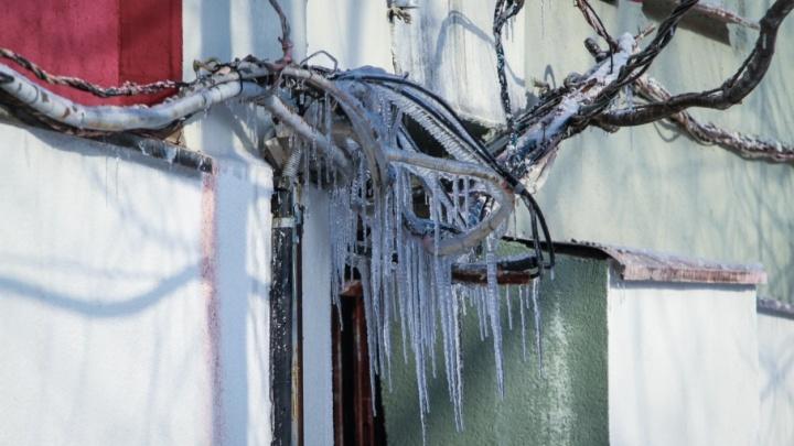 Сосульки и наледь: ростовчанам рассказали, как избежать травм во время зимней оттепели