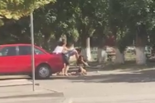 Очевидцы пытались разнять сцепившихся горожанок