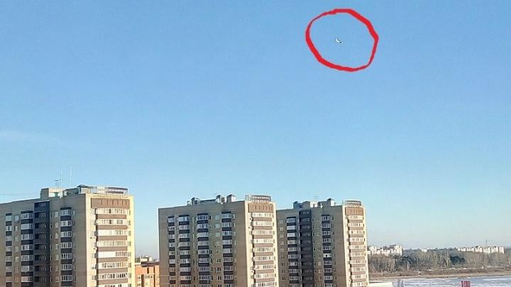 Жителей Лесобазы напугал самолёт, слишком низко кружащий над микрорайоном
