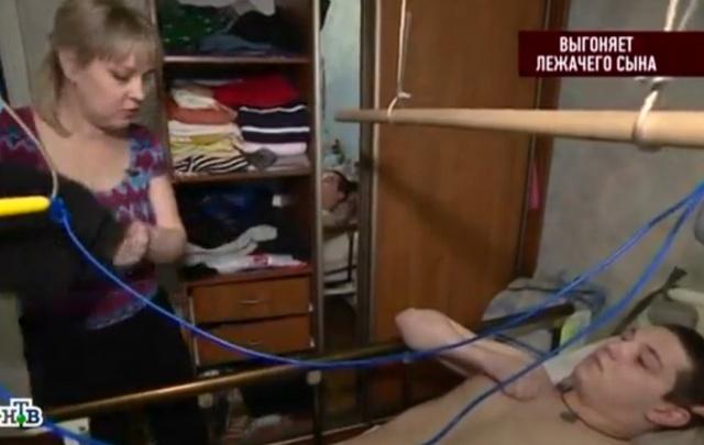 Волгоградка выгоняет из квартиры сына, прикованного к постели после несчастного случая