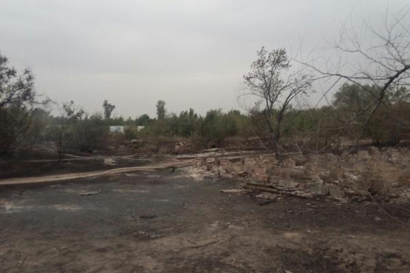 Полностью выгорела турбаза «Волга»