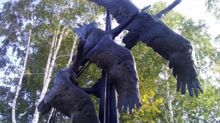 Летят журавли: в Каслях отлили памятник жертвам политических репрессий
