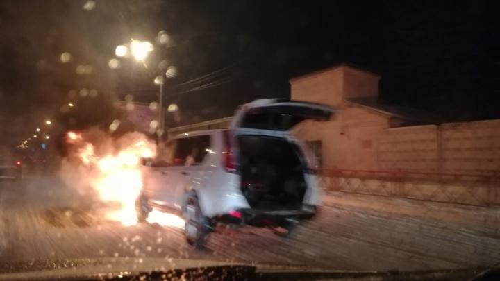 В час пик на Московском проспекте вспыхнул внедорожник