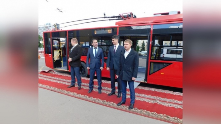 С оркестром и ковровой дорожкой: как запускали новые красные троллейбусы в Ярославле
