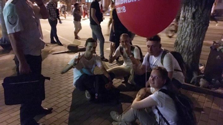 На Дону пятерых сторонников Навального продержали в полиции больше трех часов