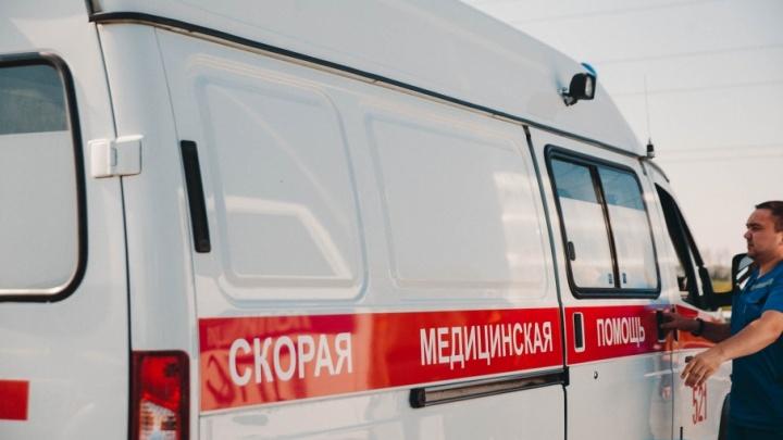 На Ялуторовском тракте фура, груженная кирпичами, столкнулась с пригородной маршруткой и двумя легковушками