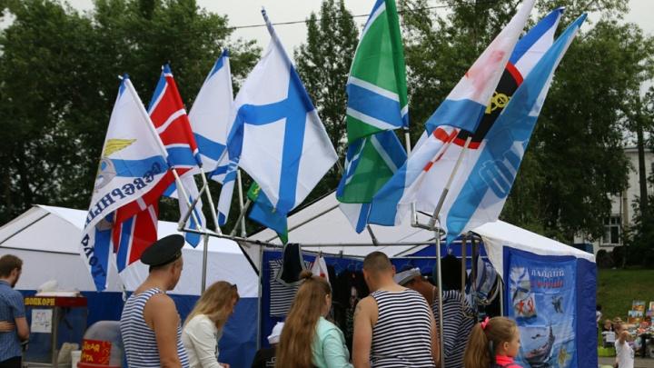 Гром и молнии стали кульминацией празднования Дня ВМФ в Архангельске