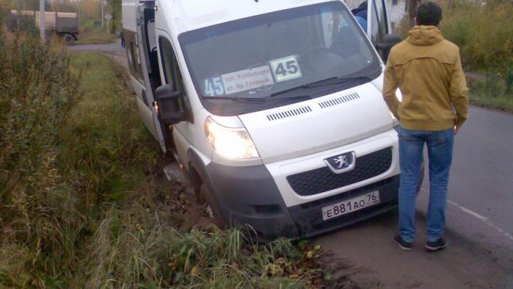 Водитель переполненной маршрутки улетел в кювет вместе с пассажирами