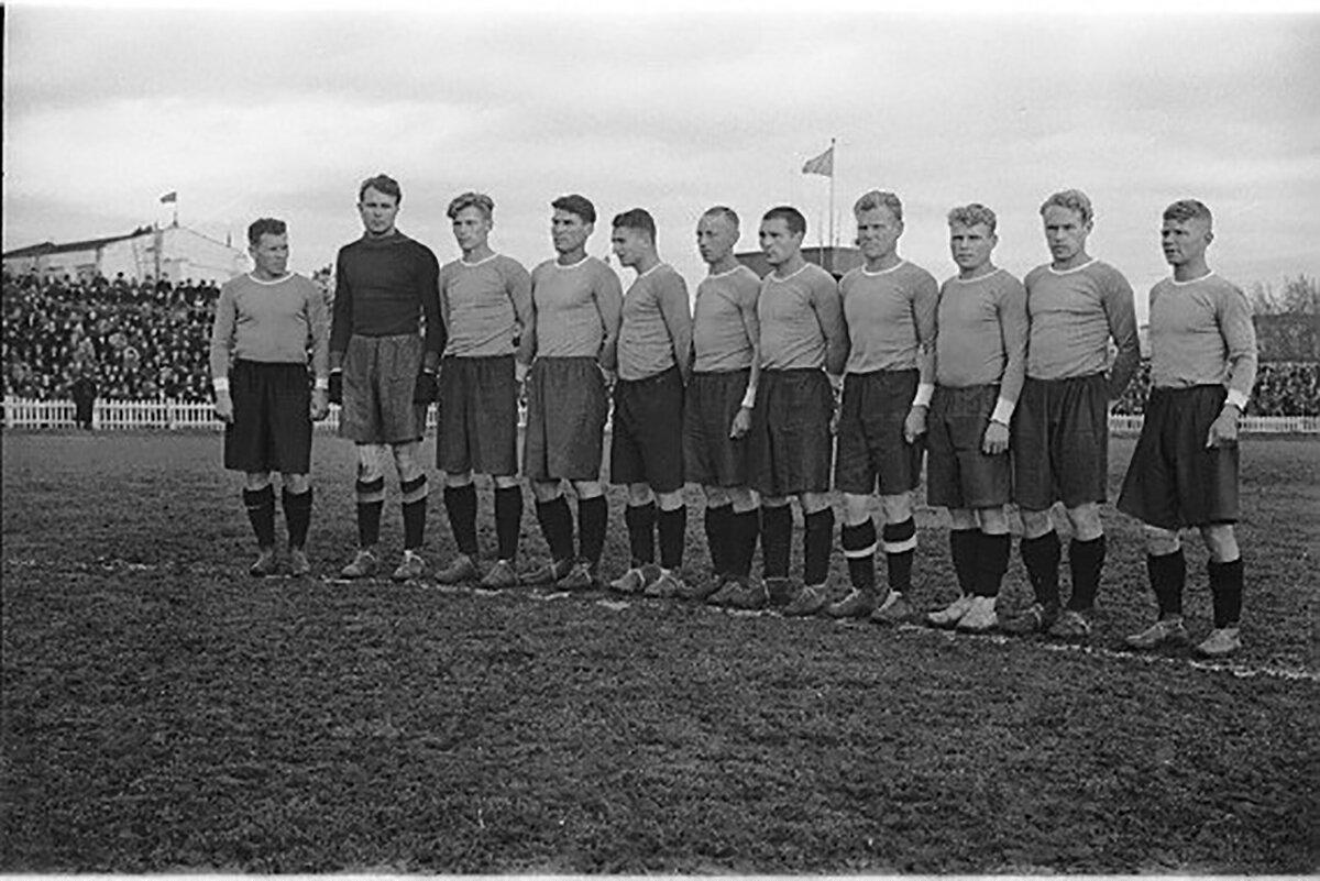 Футбольная команда «Крылья Советов» образца 1946 года