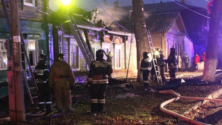«Уверена, что это поджог»: жители сгоревшего дома на Буянова остались ночевать на улице