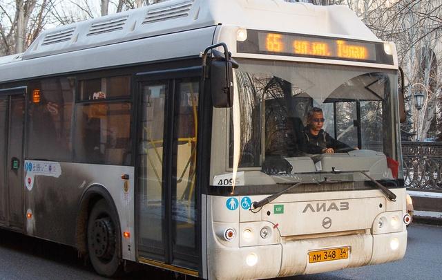 Из автобуса «Питеравто» на ходу выпала пассажирка