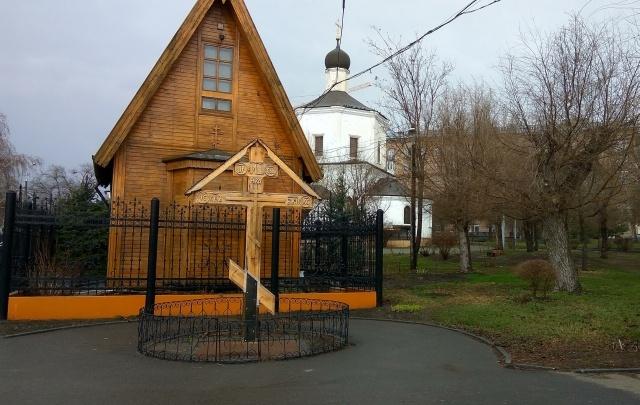 В Волгограде восстановили сломанный вандалами поклонный крест