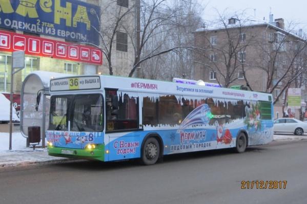 «Новогодние» автобусы будут радовать пермяков в декабре и январе
