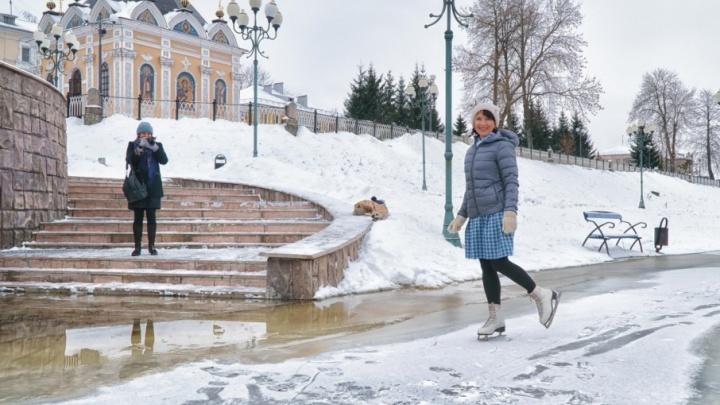 Жители Рыбинска устроили на затопленной набережной каток