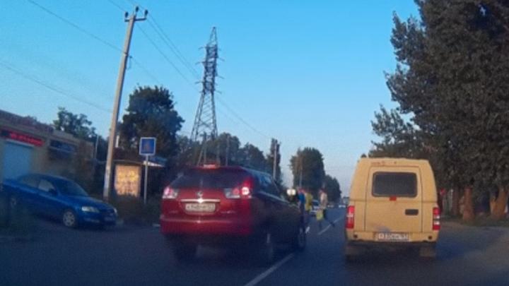 Жители Таганрога помогли наказать водителя красного Lexus за нарушение ПДД