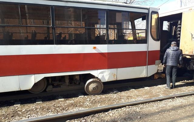 В Самаре на улице Ново-Садовой у трамвая отвалилось колесо